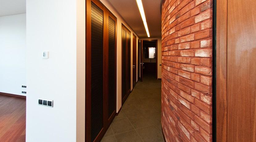11_corridor