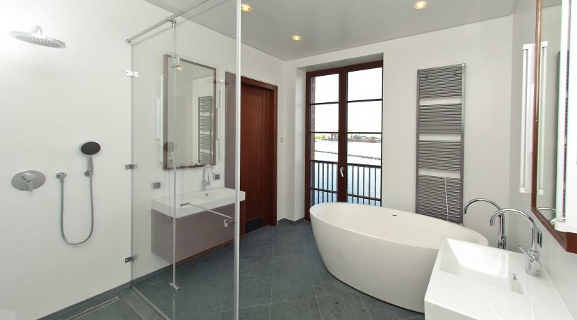 13_masterbathroom